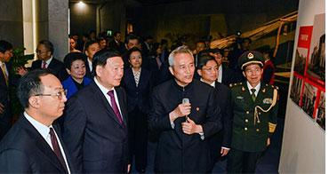 庆祝渡江战役胜利暨南京解放70周年升国旗仪式举行
